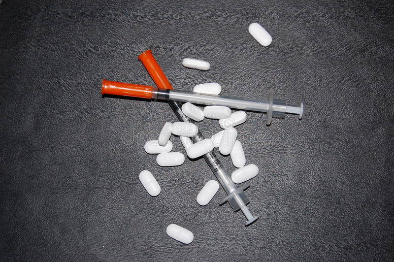 Preventivpillerar och Ssyringes royaltyfria foton