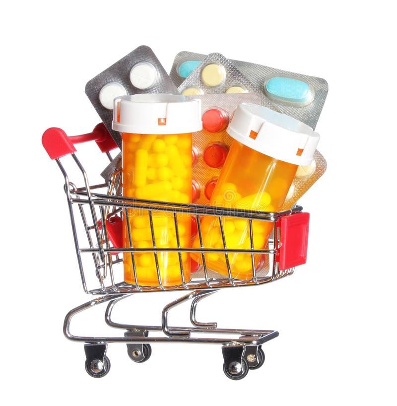 Preventivpillerflaska och preventivpillerar i den isolerade shoppingvagnen. Begrepp. Apotek arkivbilder