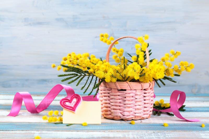 Prezent dla wiosna wakacji obraz royalty free