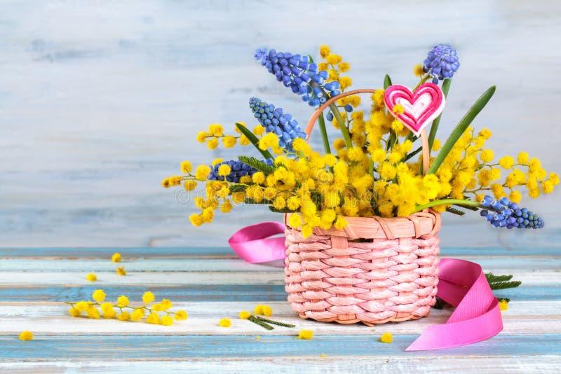 Prezent dla wiosna wakacji zdjęcie royalty free