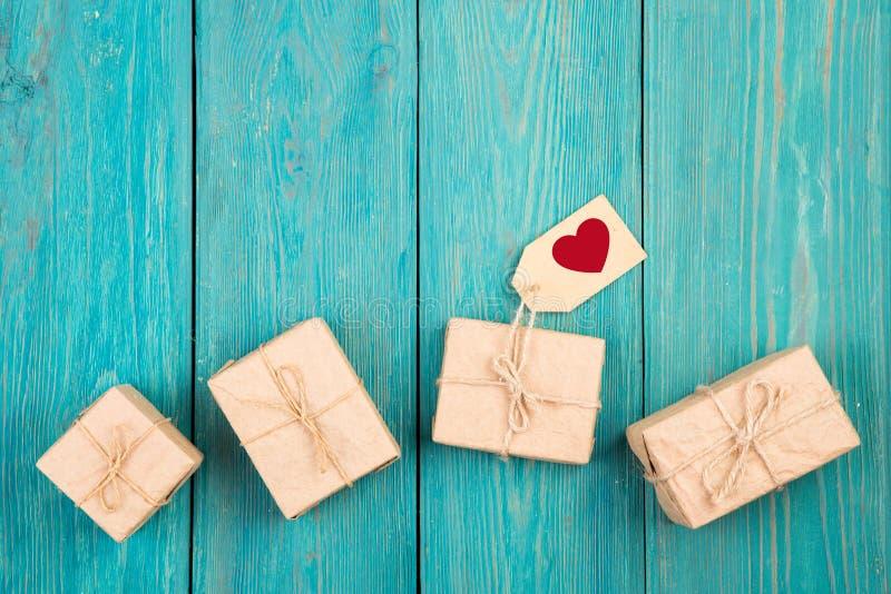 Prezent etykietka z znakiem w formie serca i pudełka zdjęcie royalty free