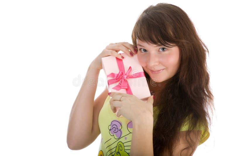 prezenta dziewczyny mienia kocowanie zdjęcia stock