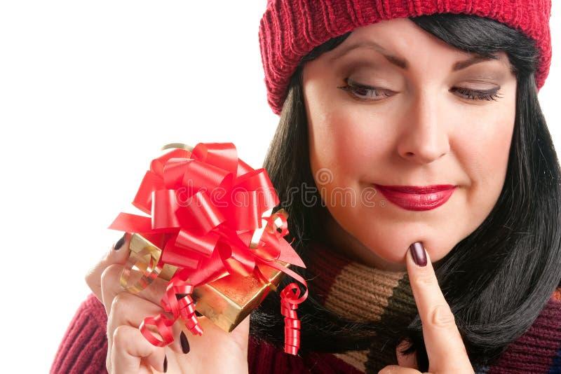 prezenta mienia wakacyjna ładna kobieta zdjęcie royalty free