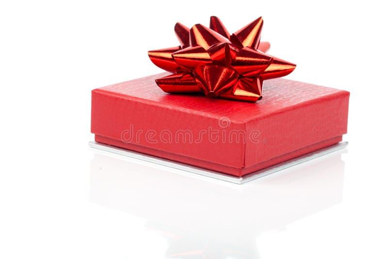 Prezenta pojedynczy czerwony pudełko obraz royalty free