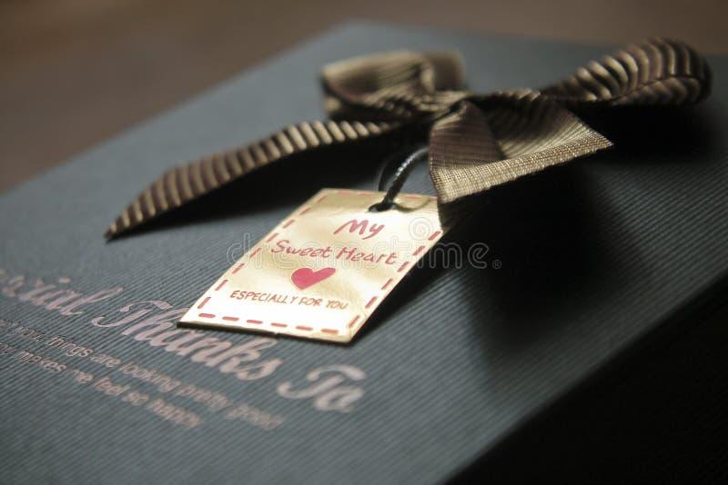 Prezenta pudełko dekorujący z łękiem zdjęcia royalty free