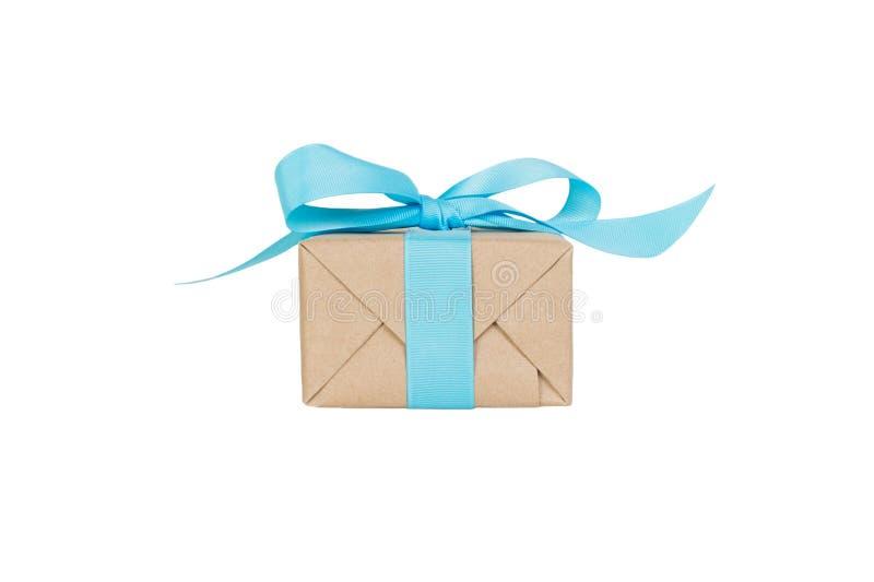 Prezenta pudełko z błękitnym faborkiem odizolowywającym na białym tle wakacyjny pojęcie ty ty projektujesz Frontowy widok obrazy stock