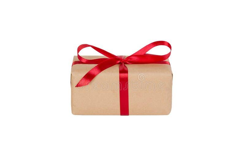 Prezenta pudełko z czerwonym faborkiem odizolowywającym na białym tle wakacyjny pojęcie ty ty projektujesz Perspektywiczny widok fotografia stock