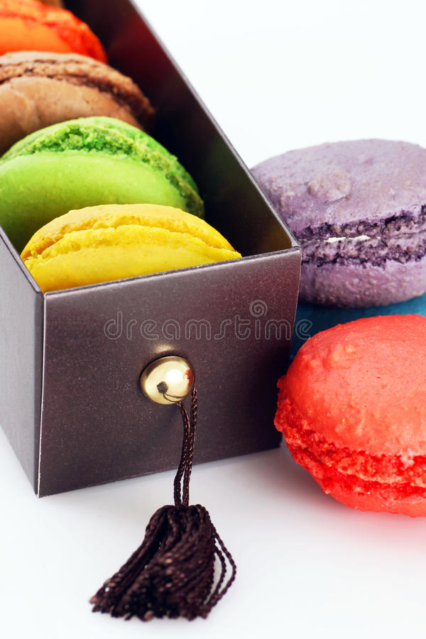 Download Prezenta Pudełko Macaroons Obraz Royalty Free - Obraz: 33147436