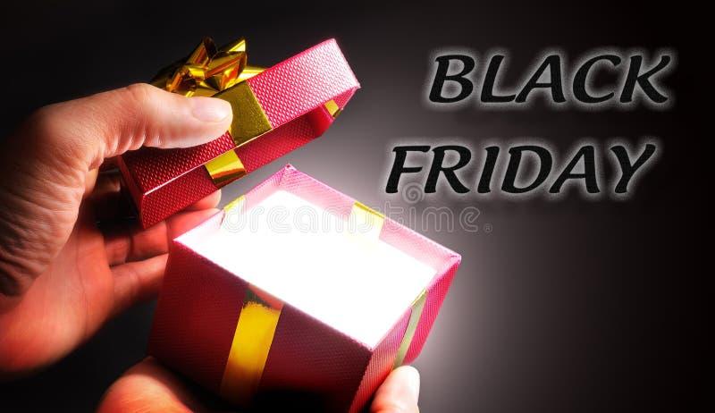 Prezenta zakupy pojęcie Black Friday zdjęcie stock