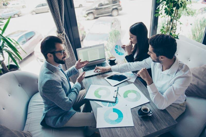 Prezentacja nowy zaczyna up dla inwestorów Trzy młodego succes obraz stock