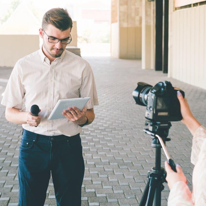 Prezenter telewizyjny wiadomości dziennikarstwa środki masowego przekazu tv fotografia stock