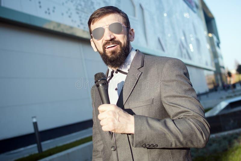 Prezenteru telewizyjnego reportażu wiadomość fotografia stock