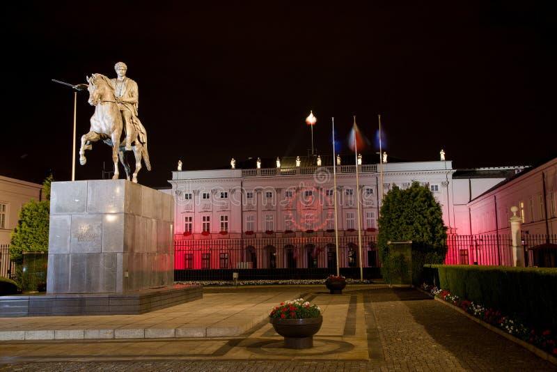 Prezydencki pałac przy nocą w Warszawa, Polska fotografia royalty free