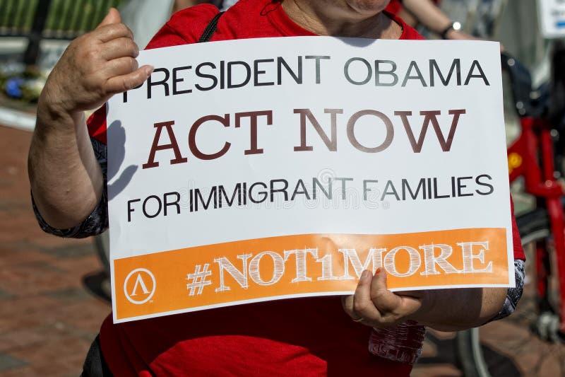 Prezydenta Obama akt teraz dla imigranta obrazy royalty free
