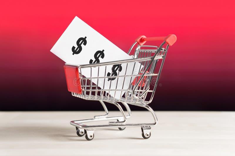 Prezzi degli alimenti della catena, di ipermercato e del supermercato della drogheria fotografia stock libera da diritti
