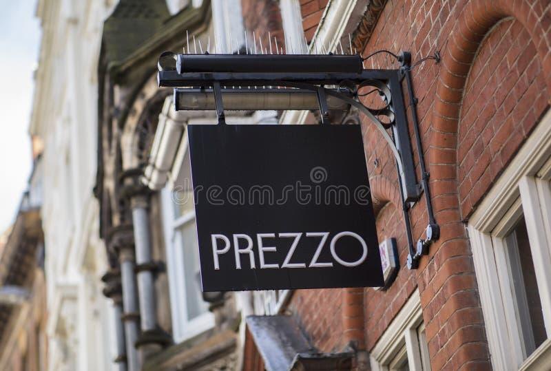 Prezzo assina dentro o centro de cidade, Nottingham imagens de stock royalty free