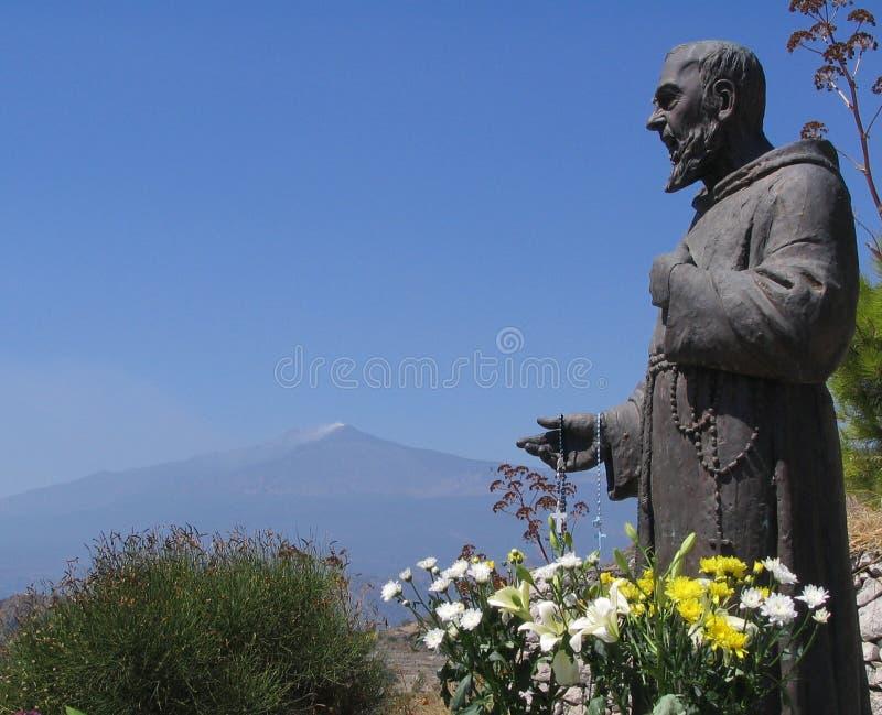 Prière à l'Etna photographie stock libre de droits