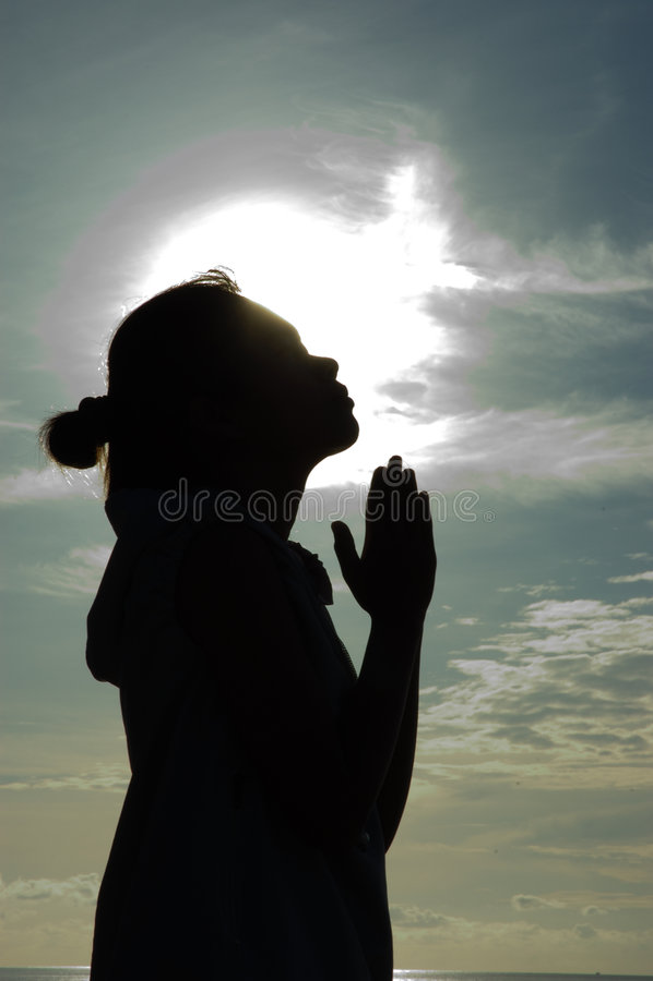 Prière au lever de soleil photo libre de droits