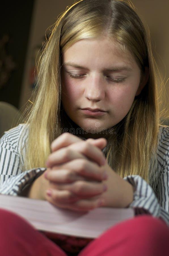 Prière de fille image stock