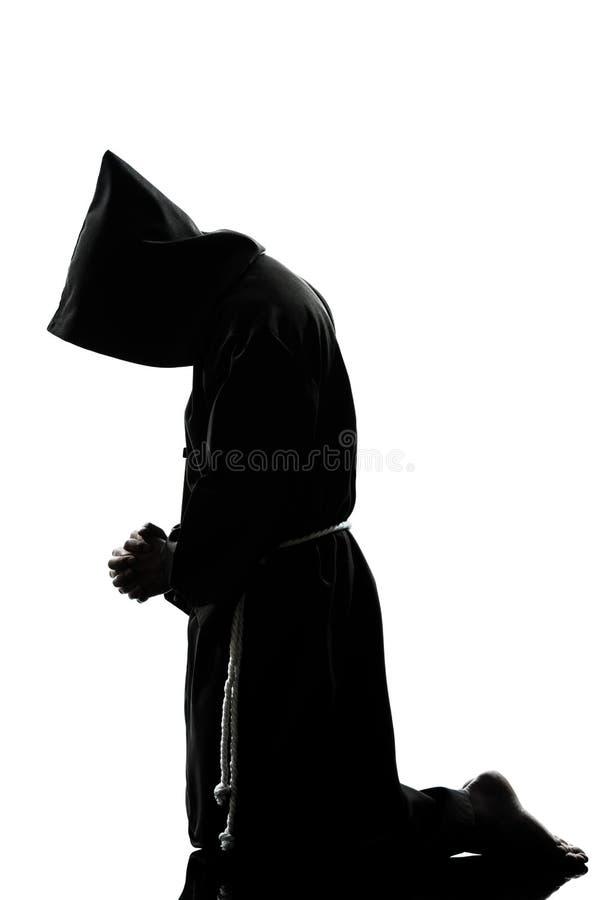 Prière de silhouette de prêtre de moine d'homme photographie stock