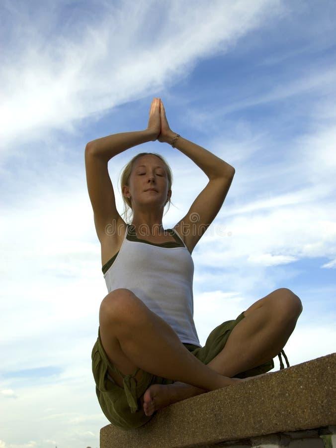 Prière de yoga images stock