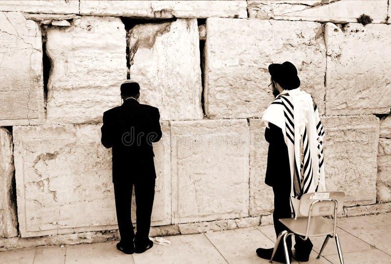 Prière par le mur occidental photographie stock libre de droits