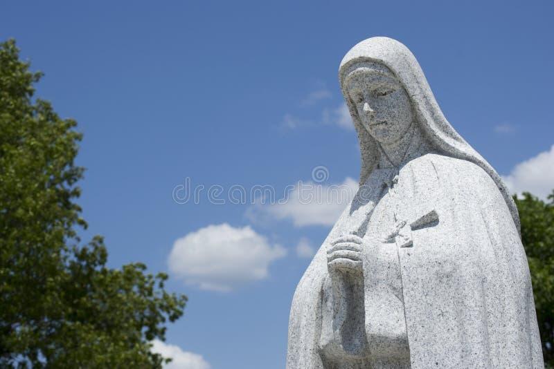 Prière religieuse de statue images stock