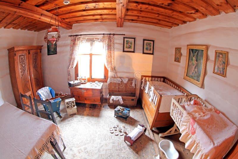 Pribylina - interior de la casa rural fotografía de archivo