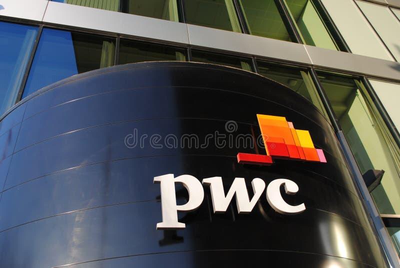 PricewaterhouseCoopers kontorsbyggnad royaltyfri foto
