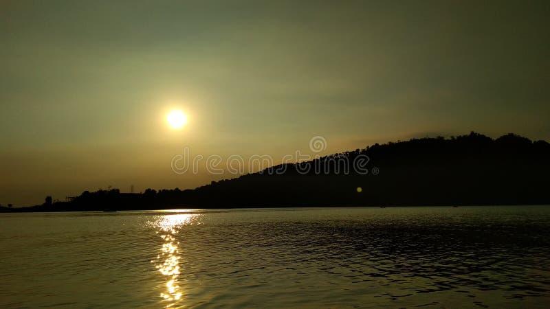 Pricka solen arkivfoton