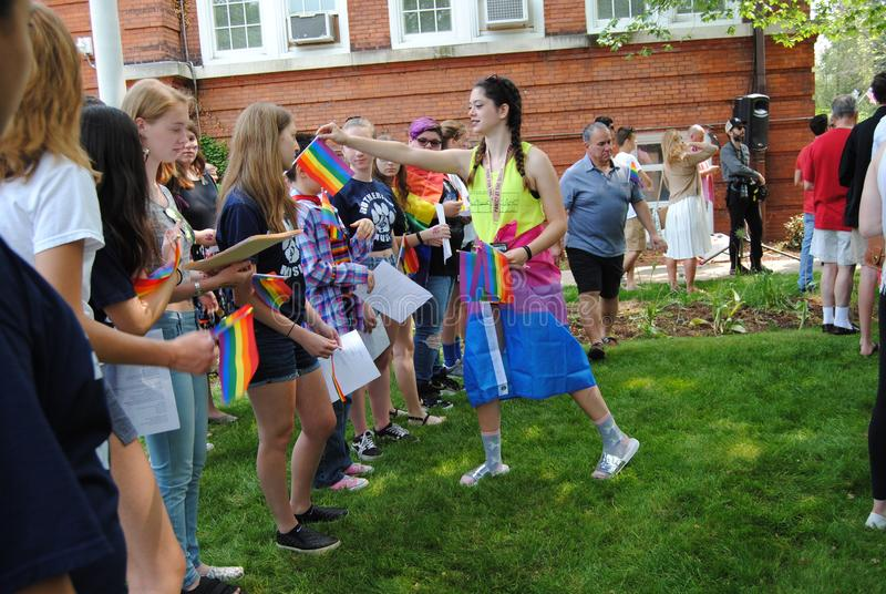 Pride Flags, Regenboogvlaggen in Pride Flag Raising Event, Rutherford, NJ, de V.S. stock afbeeldingen