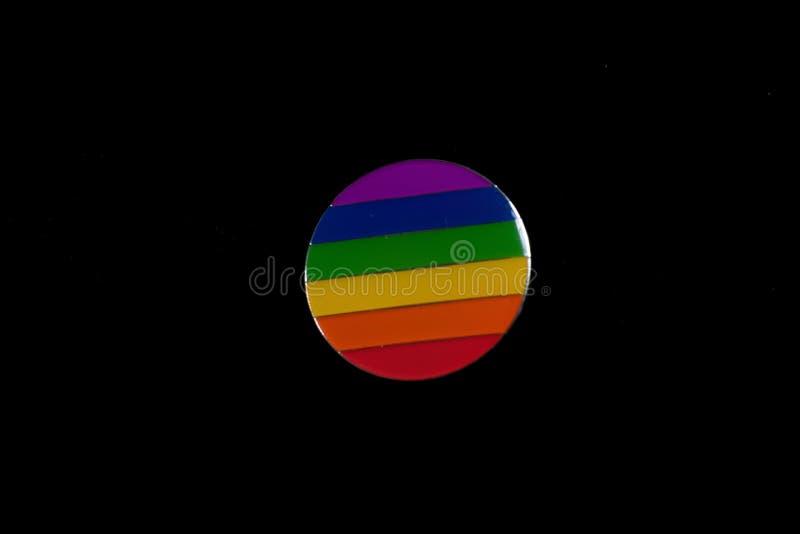 Pride Rainbow-Ausweis auf schwarzem Hintergrund stockfoto