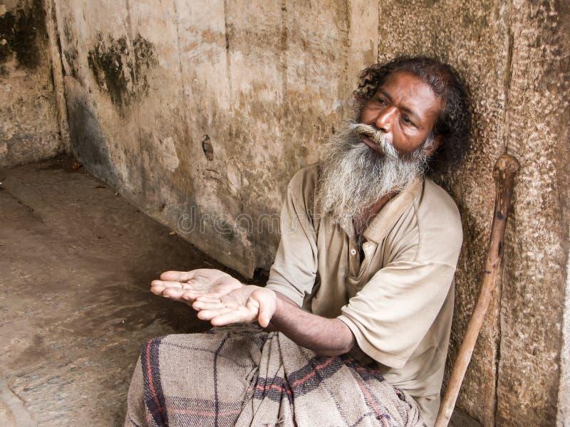 Prier de vieil homme photos libres de droits