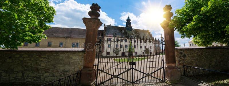 Priessnitz, castelo da cidade sob o céu azul, Alemanha foto de stock royalty free
