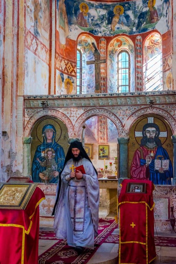 Priester in der Zeremonie, Gelati-Kloster, Georgia lizenzfreies stockbild
