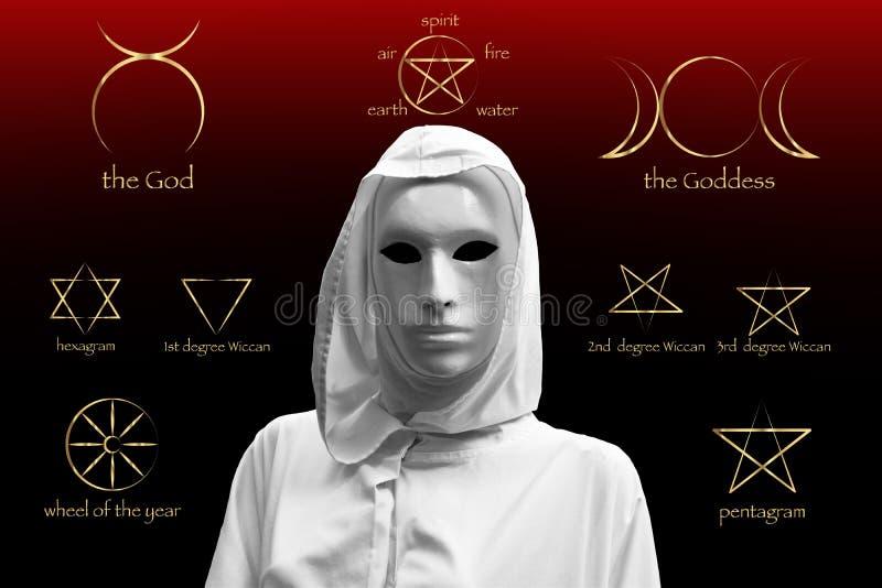 Priestess av röd magi, trollkarlar med den ockulta frimurar- logen för magisk maskering Guld- uppsättning av häxarunor, wiccan sp arkivfoto