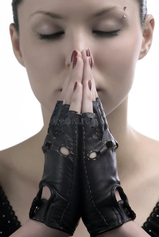 Priez avec des gants images stock