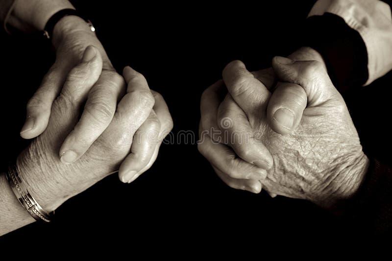 Priez ensemble. photos libres de droits