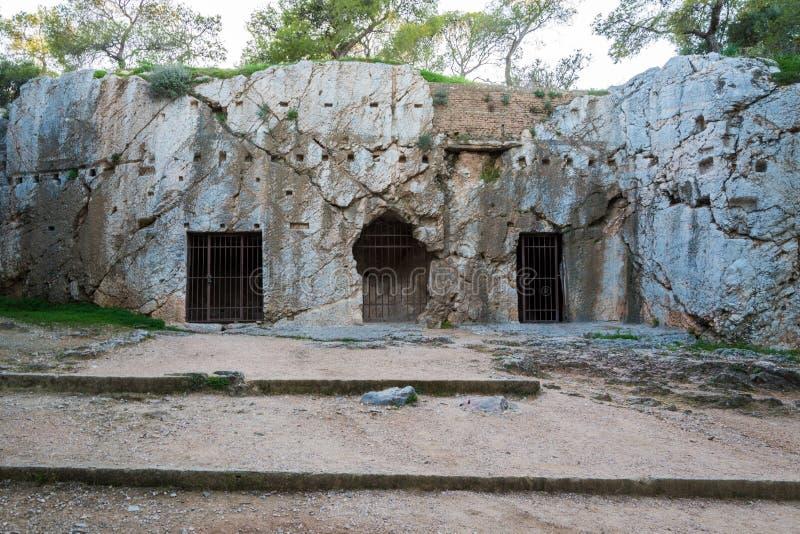 Prigione del filosofo Socrates a Atene Grecia fotografia stock libera da diritti