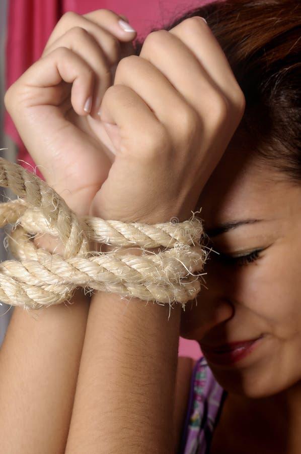 Prigioniero femminile terrorizzato fotografia stock libera da diritti