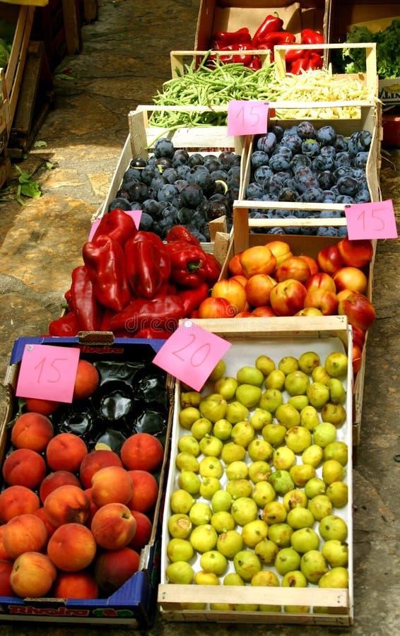 PRIJZEN - markt Mediteranian stock afbeelding