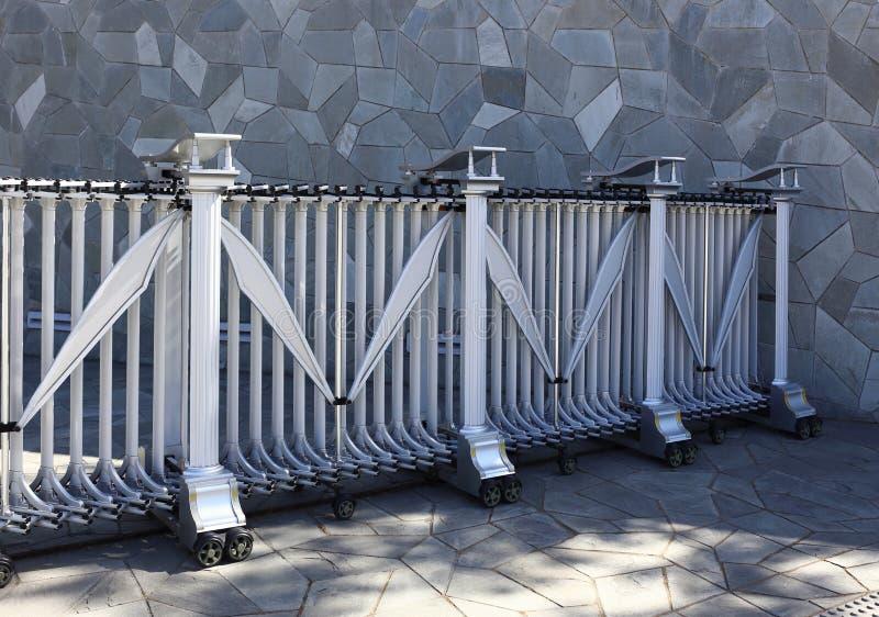 Download Prikkeldraad, Omheining stock afbeelding. Afbeelding bestaande uit poort - 29514259