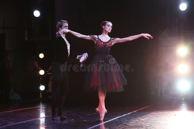 Prima ballerina av den Mariinsky teatern Ulyana Lopatkina och så royaltyfri foto