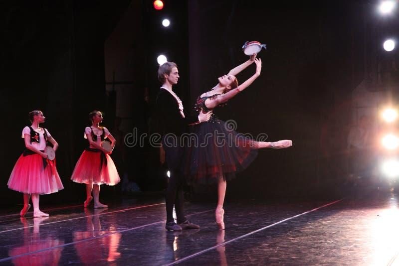 Prima ballerina av den Mariinsky teatern Ulyana Lopatkina och så arkivbild