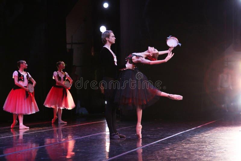 Prima ballerina av den Mariinsky teatern Ulyana Lopatkina och så royaltyfri fotografi