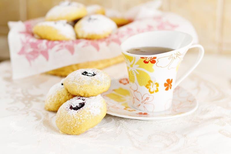 Prima colazione con i biscotti immagini stock