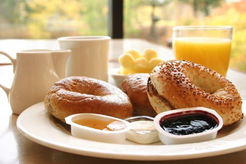 Prima colazione del bagel fotografia stock libera da diritti