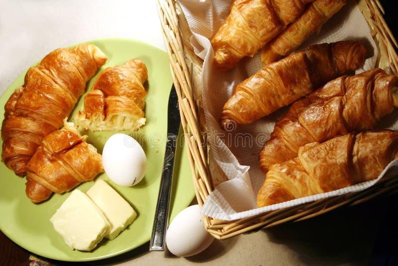 Prima colazione del Croissant fotografia stock