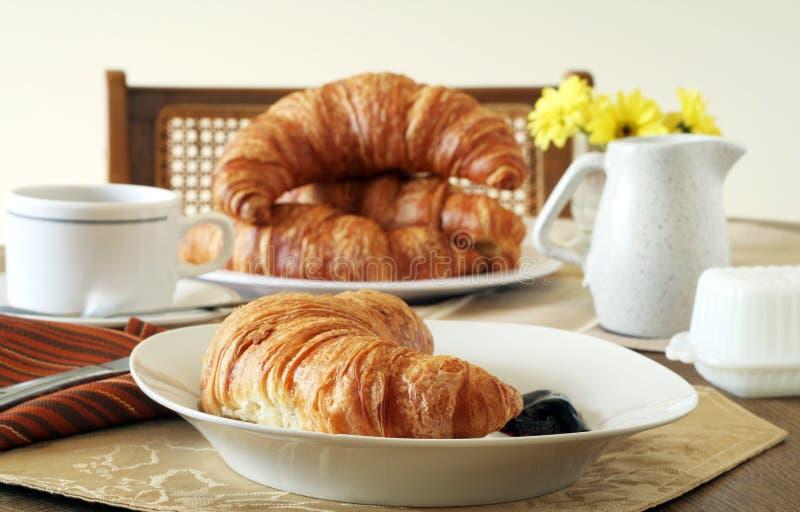 Prima colazione del Croissant fotografie stock libere da diritti