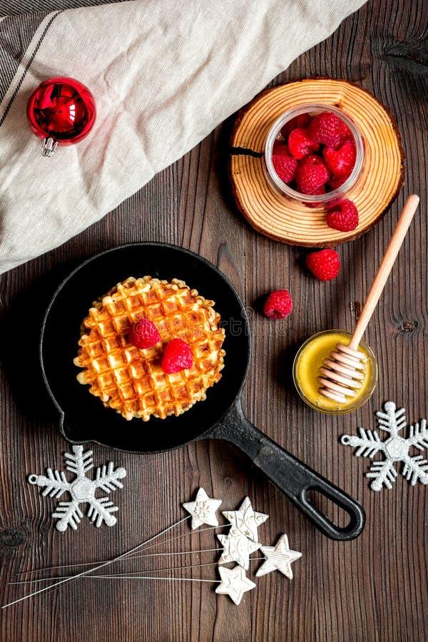 Prima colazione di Natale con la vista superiore delle cialde fotografie stock